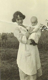 Frieda with Dad as a baby, 1923